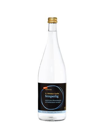 Darstellung von Mineralwasser feinperlig