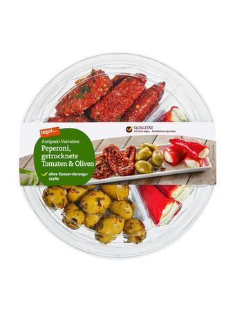 Darstellung von Antipasti-Variation Peperoni, getrocknete Tomaten & Oliven