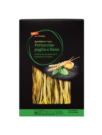 Darstellung von Fettuccine paglia e fieno