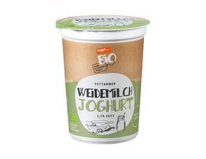 Darstellung von fettarmer Weidemilch Joghurt 1,7% Fett