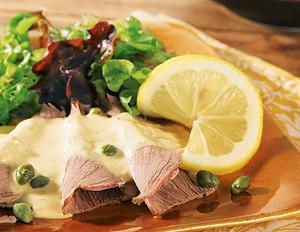 Vitello Tonnato mit gemischtem Bio-Salat