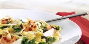 Tagliatelle mit Pesto-Blattspinat-Sauce