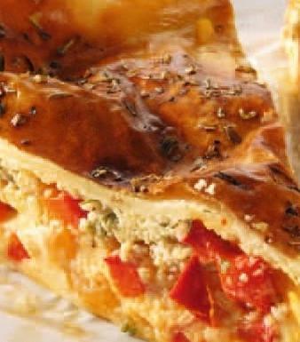 Pikanter Picknick-Kuchen mit Paprika und Schafskäse
