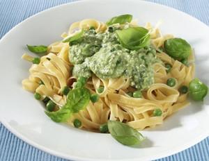 Tagliatelle mit Erbsen-Basilikum-Pesto
