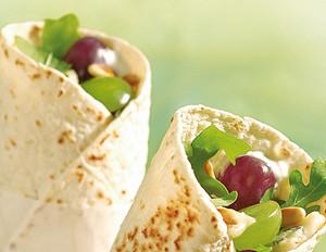 Wraps mit Rucola, Trauben und Gorgonzolacreme