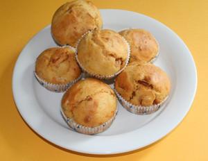 Muffins mit halbgetrockneten Tomaten
