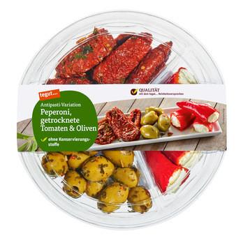 Antipasti-Variation Peperoni, getrocknete Tomaten & Oliven