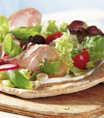 Salat-Schmand-Pizza