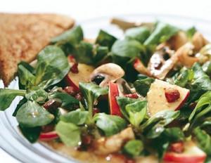 Champignon-Feldsalat mit krossem Speck und saftigen Äpfeln