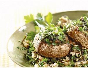 Riesenchampignons mit Blattspinat und Gorgonzola gefüllt