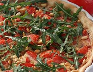 Tomaten-Schinken-Quiche mit Rucola