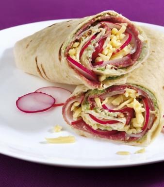 Würzige Wraps mit Radieschen und Salami