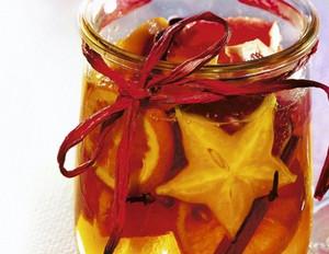 Früchte in Orangenlikör