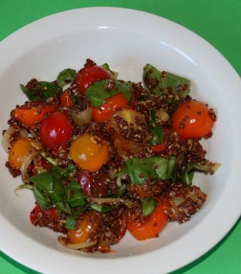 Warmer Tomatensalat mit Quinoa