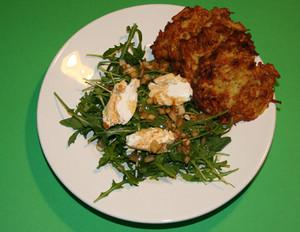 Rucola-Salat mit Kartoffelröstis