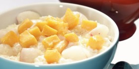 Exotischer Milchreis mit Litschi und Mango