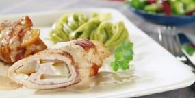 Schnitzelrouladen mit Gorgonzola-Birnen-Füllung und Weißweinsauce