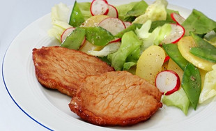 Zuckerschoten-Salat mit Minutensteaks