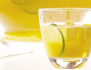 Mango-Bowle mit Litschis und Limette