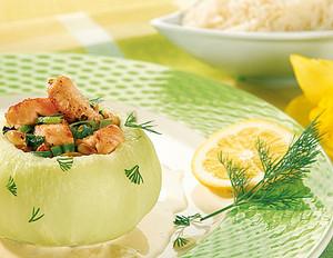 Mit Lachs gefüllter Kohlrabi in Weißweinsauce