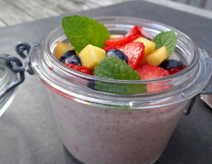 Buchweizenkeim-Beeren-Porridge