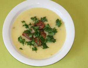 Kartoffel-Pastinaken-Suppe mit Mettbällchen