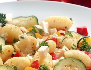 Gnocchi mit buntem Sommergemüse