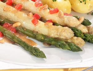 Spargel mit Pinienkernbutter und Petersilienkartoffeln