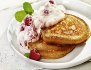 Buttermilch-Pancakes mit Himbeer-Quarkcreme