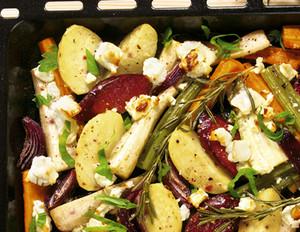 Herbstliches Ofengemüse mit Cabanossi und Feta