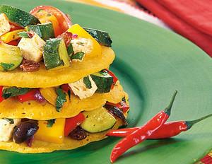 Tortillas mit Zucchini-Paprika-Salsa