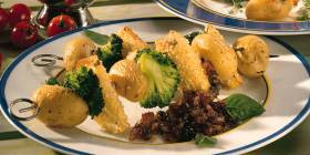 Kartoffelspieße mit Brokkoli