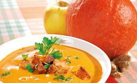 Erntedanksuppe mit Knoblauchcroutons