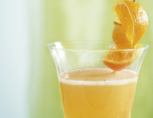 Sekt-Cocktail mit Orangen