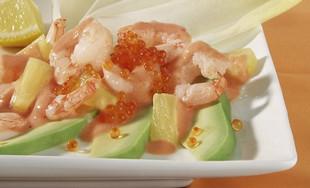 Garnelen-Cocktail mit Chicorée auf Avocado