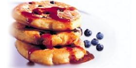 Heidelbeer-Pancakes mit Ahornsirup
