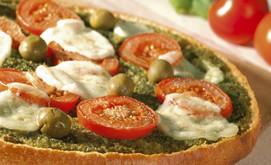 Fladenbrotpizza mit Basilikum-Tomaten