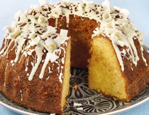 Eierlikör-Kuchen mit weißer Schokolade