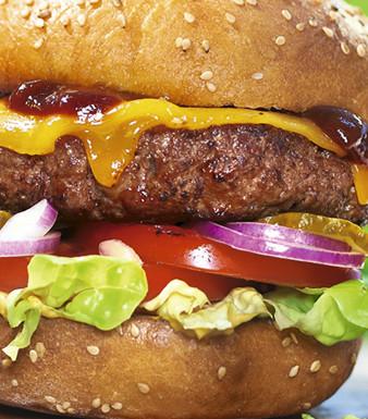 Beef-Burger mit Cheddarkäse