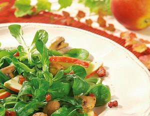 Herzhafter Feldsalat mit Apfelvinaigrette