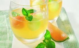 Melonen-Prosecco mit Ingwer und Minze
