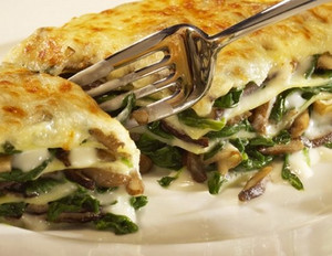 Vegetarische Lasagne mit Austernpilzen und Spinat