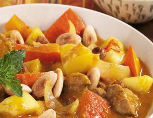 Kürbis-Lamm-Curry mit gerösteten Mandeln