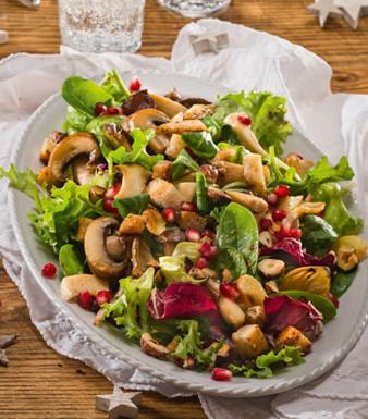 Wintersalat mit Pilzen und Senf-Honig-Dressing