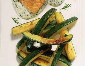Zucchini zu Lachsfilet in Dillsauce