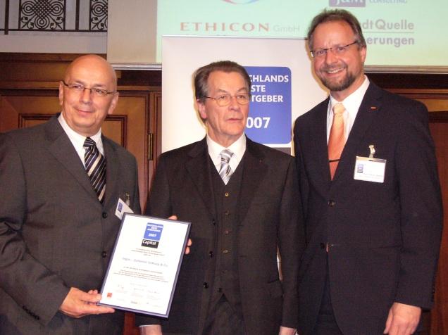 Tegut Mitarbeiter und der ehemaligen Arbeitsminister Müntefering bei der Preisverleihung zum Besten Arbeitgeber Deutschlands im Jahre 2007
