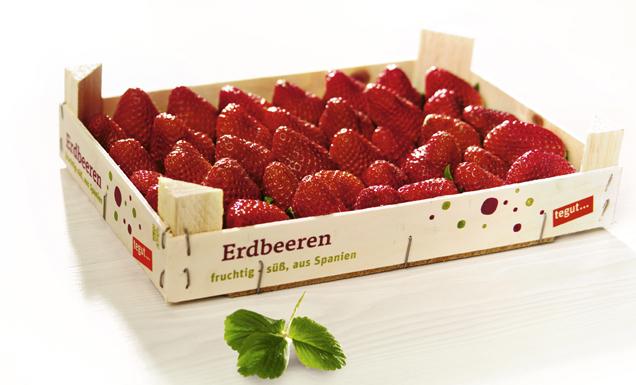 Erdbeeren in einer Holzkiste