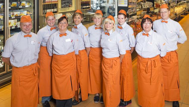 Beste Wursttheke in Deutschland, Mitarbeiter des Marktes vor Theke