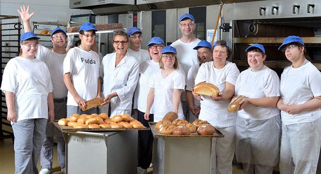 Antoniusheim Mitarbeiter und Ihre selbst gebackenen Bio-Backwaren