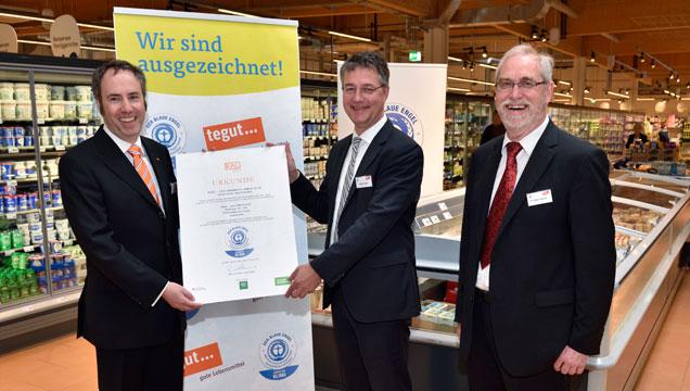 Urkundenübergabe des Blauen Engel für den tegut Markt Marburg-Cappel